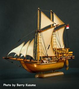 Kerajinan Kapal Phinisi yang dibuat dengan detail & mempunyai nilai seni yang tinggi