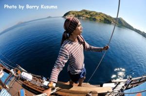 Pelaut Bugis yang mengawasi & naik diatas layar Kapal Phinisi