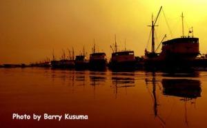 Kapal Pinisi yang berjejer di Pelabuhan Sunda Kelapa disaat Sunset